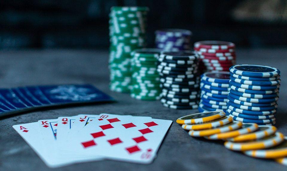 Le poker a pris une nouvelle dimension grâce à Internet