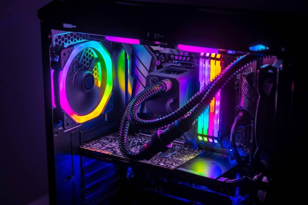 ordinateur avec rétroéclairage RGB